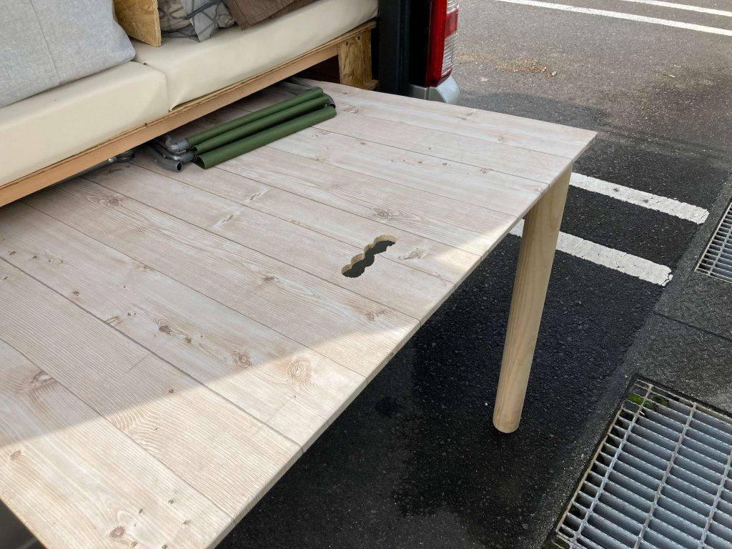 テーブル足