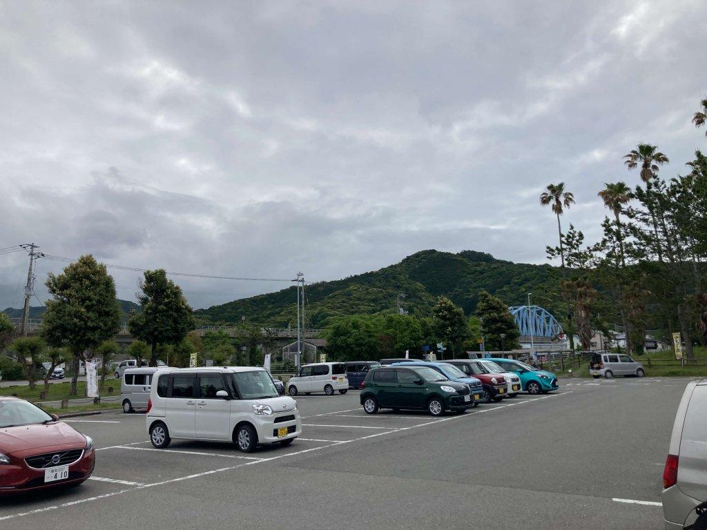 やす 駐車場